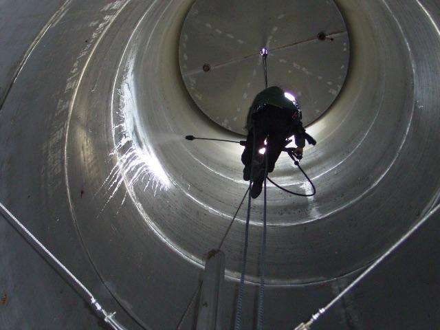 Desentupidora Curitiba – Limpeza com Hidrojato em Tanque Industrial